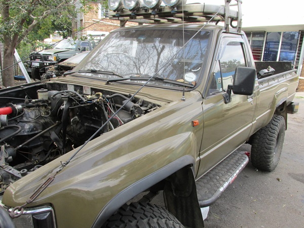 toyota-hilux-lexus-v8-conversion--peter