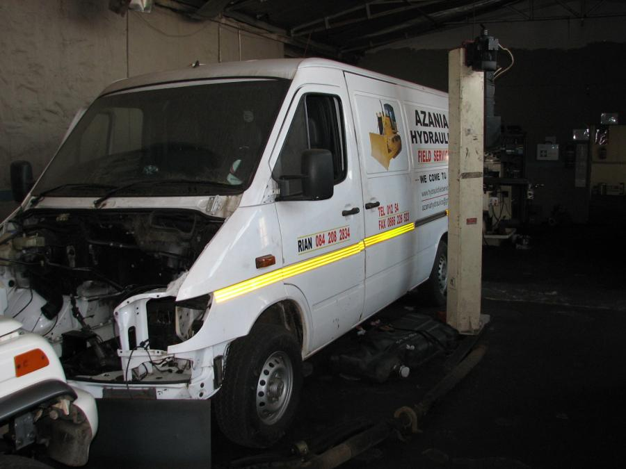 mercedes-sprinter-lexus-1uz-fe-v8-conversion