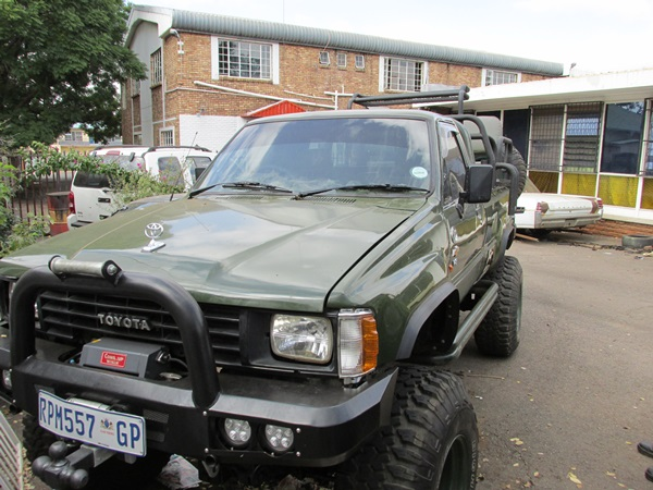 toyota-hilux-lexus-v8-conversion--grobbies