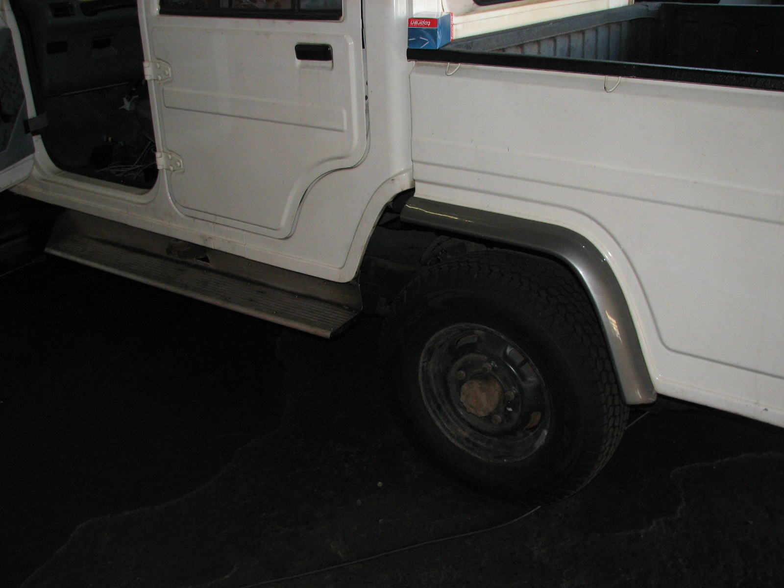 Side view Mahindra